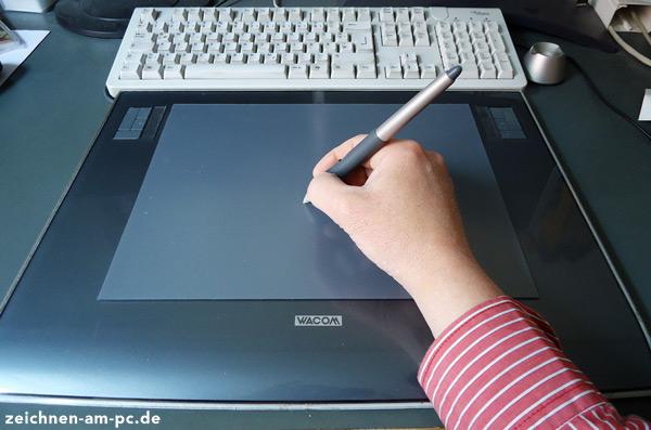Hand auf Grafiktablett (zeichnen-am-pc.de)